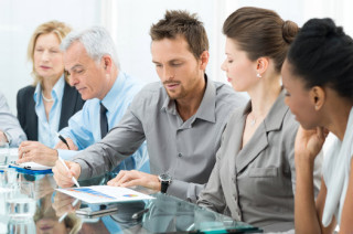 consultant-group-of-people-table