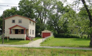House with side lot in Flint