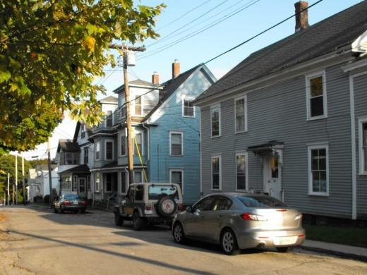 Neighborhood housing in Bath, Maine