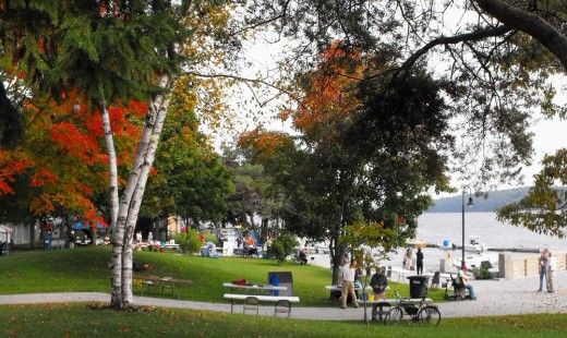 Rivefront park in downtown Bath