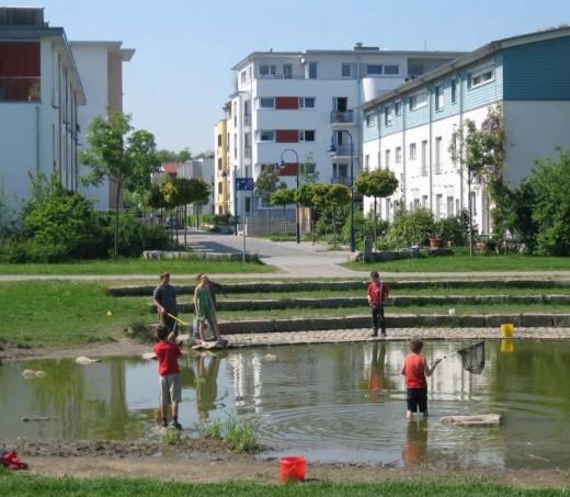 Children playing in Rieselfeld