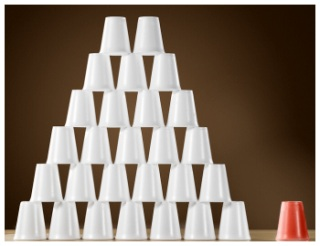 Graphic showing one red cup next to a pyramid of white cups