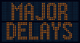 road sign with warning: Major Delays